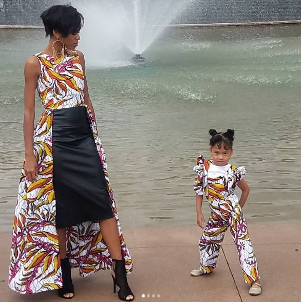 Mother daughter twinning, Mother daughter fashion, Same mother daughter clothes, baby fashion, mother baby fashion, mother daughter images, wallpapers, Cute mom daughter pictures