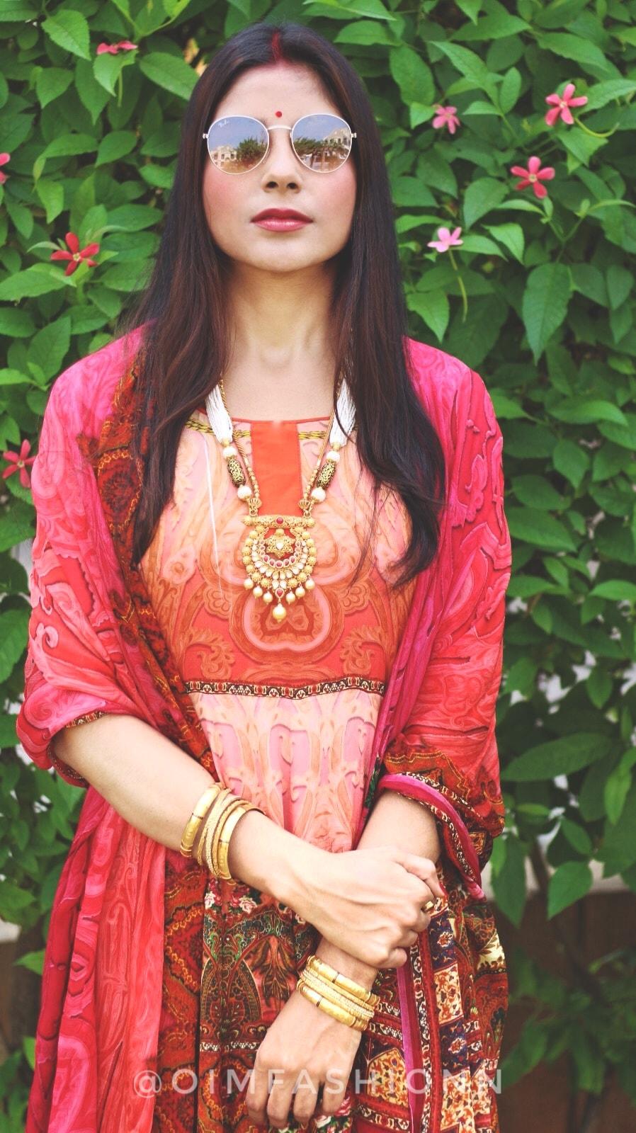 Sabyasachi Mukherjee, Designer suits, Crepe Dresses, Anarkali Suits, Indian Jewellery, Ritu Pandit, Oimfashion, Wishalley.com