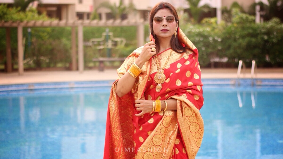 Red saree, Indian fashion Blogger, Banarasi saree, Ethnic bloggers, ethnic fashion, traditional fashion, How to wear a saree, How to wear red